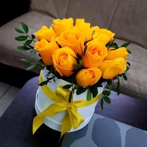 Коробка жёлтых роз