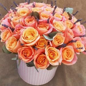 """Розы в коробке """"Яркие чувства"""""""