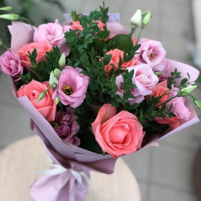 Букет розы с эустомой